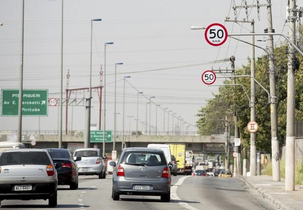 Placas indicam velocidade máxima em São Paulo (Foto: Marcelo Camargo/Agência Brasil)
