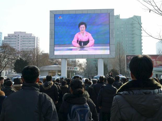 Anúncio do uso de bomba de hidrogênio feito na TV da Coreia do Norte (Foto: Kyodo/Reuters)