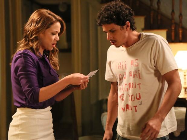 Cris e Elivaldo ficam preocupados com sumiço de Cora (Foto: Carol Caminha/ Gshow)