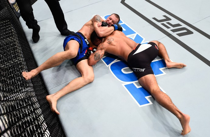James Vick venceu Abel Trujillo por finalização aos 49s do R3  (Foto: Getty Images)