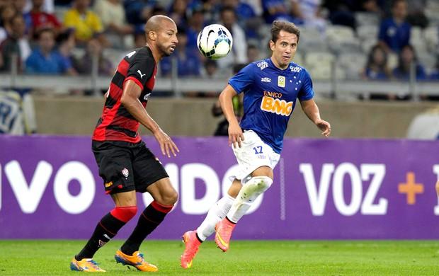 Éverton Ribeiro jogo Cruzeiro x Vitória (Foto: Getty Images)