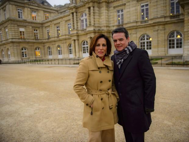 Beatriz (Gloria Pires) e Evandro (Cassio Gabus Mendes) viverão romance em Paris (Foto: Alex Carvalho/Globo)