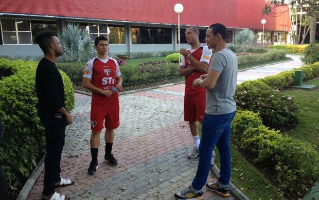 Fernandinho e Ricardo Oliveira visitam São Paulo e encontram Osvaldo e Luis Fabiano (Foto: Marcelo Prado / globoesporte.com)