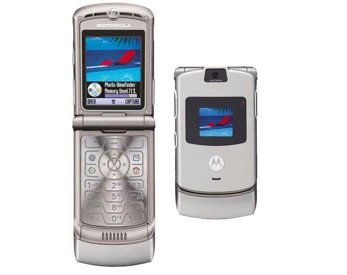 Motorola Razr V3 tinha design arrojado para a época e vendeu 130 milhões de unidades (Foto: Divulgação/Motorola)