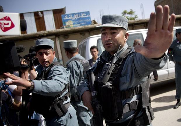 Dez policiais morreram neste domingo no Afeganistão em onda de ataques dos insurgentes talibãs (Foto: Anja Niedringhaus/AP)
