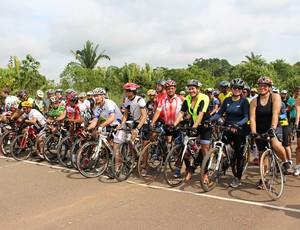 Competidores na linha de largada (Foto: Renato Pereira)