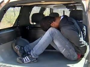 Suspeito de estelionato é preso em flagrante por receptação em Itapecerica (Foto: Reprodução/TV Integração)