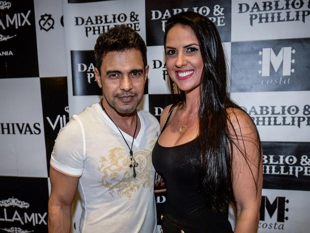 Zezé Di Camargo com a namorada, Graciele Lacerda, em show em Goiânia, Goiás (Foto: Francisco Cepeda/ Ag. News)
