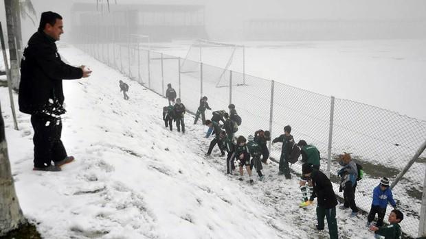 Time do Juventude treina com neve em Caxias do Sul (Foto: Rodrigo Pedroni / Juventude, DVG)