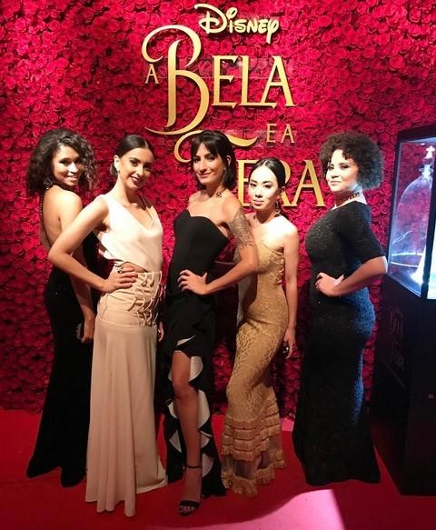 Nossas glamour girls vestem, da esquerda para a direita, os vestidos Blackwell, Herta Rose, Drap Babado Blak, Pamela Dourado e Marien (Foto: Reprodução/Instagram)