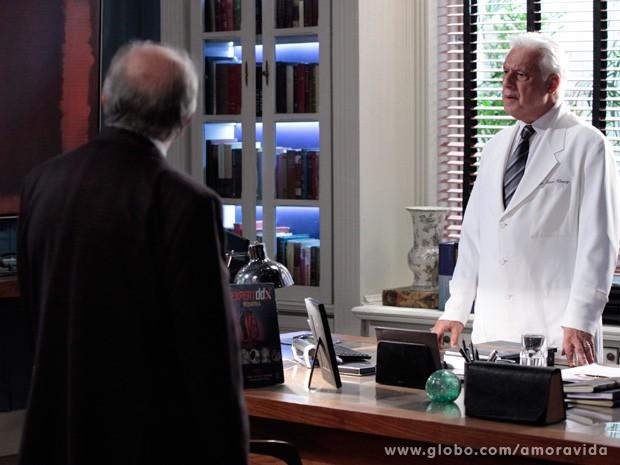 César fica furioso com os dois (Foto: Amor à Vida / TV Globo)