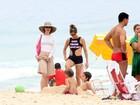 Fernanda Lima bate papo com Fernanda Torres na praia do Leblon
