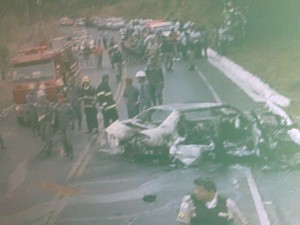 Acidente na MG 135 causou bloqueio da pista nos dois sentidos (Foto: Reprodução / Inter TV Grande Minas)