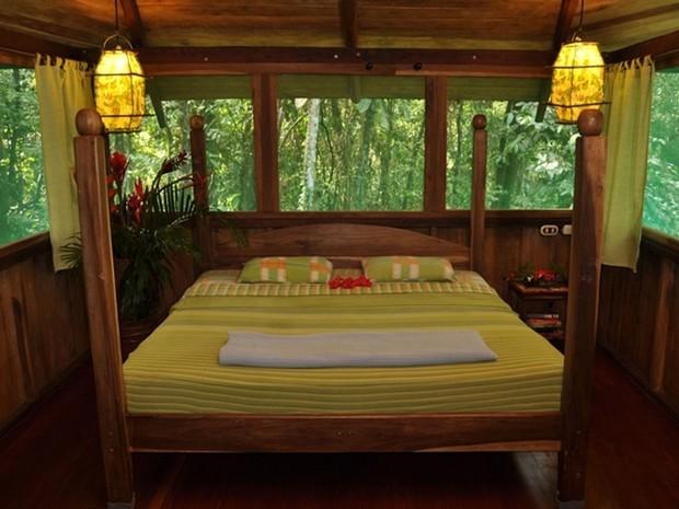 Quarto em uma das casas na árvore do Hotel Tree House Lodge, na Costa Rica (Foto: Divulgação/Tree House Lodge)