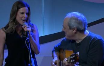 Toquinho surpreende Joanna de Assis e convida repórter para cantar clássico