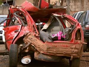Gol ficou destruído após acidente em Aguaí (Foto: Oscar Herculano Jr/ EPTV)