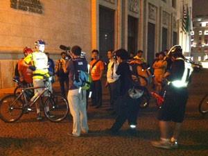 Chegada do desafio, em frente à sede da Prefeitura de SP (Foto: Paulo Toledo Piza/G1)