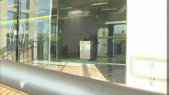 Grupo rende vigia, faz reféns e assalta banco em Nova Cantu, no Paraná