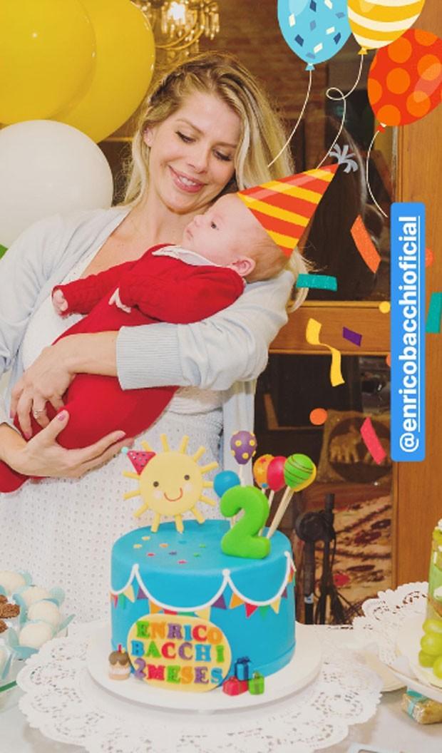 Karina Bacchi celebra dois meses de Enrico (Foto: Reprodução)