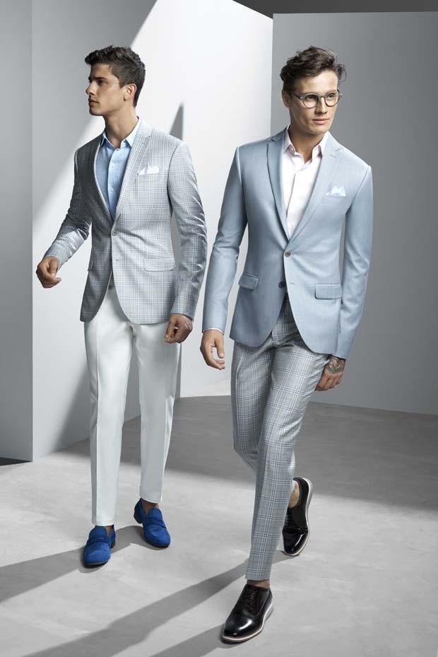 Á esquerda: blazer R$2.721, camisa R$635, calça R$740 e sapato R$559. À direita: blazer R$3.149, calça  R$1.356, camisa R$550 e sapato R$619. Looks Ricardo Almeida (Foto: Divulgação)