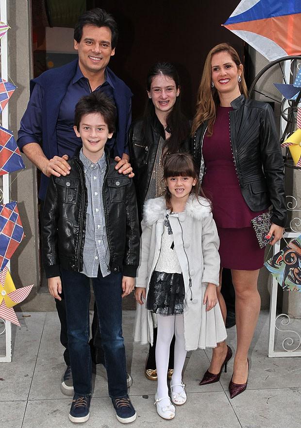 Celso Portiolli e a família (Foto: Manuela Scarpa e Marcos Ribas/Foto Rio News)