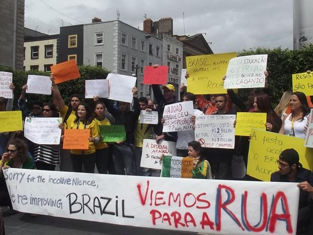 protesto reuniu centenas de brasileiros, segundo a organização do ...