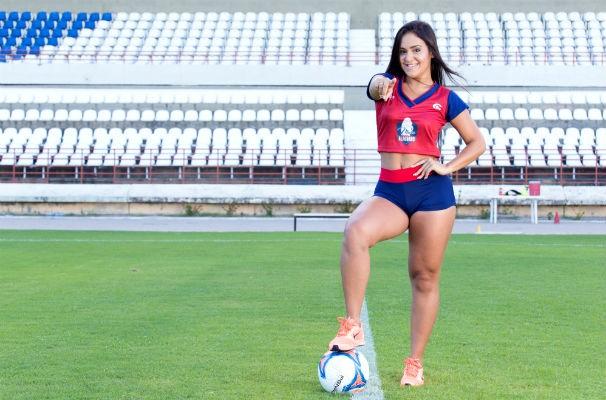 Mylena no estádio Rei Pelé (Foto: Reprodução/TV Gazeta)