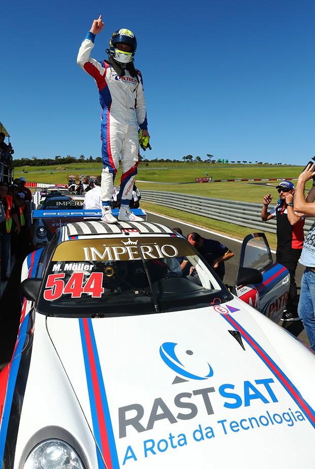 Marçal Müller pódio na categoria Challenge e lidera o campeonato, aproveitamento de 100% (Foto: Divulgação/Luca Bassani/Porsche Império GT3)