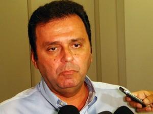 Carlos Eduardo anunciou que irá ao TJ solicitar auditoria na administração municipal (Foto: Ricardo Araújo/G1)