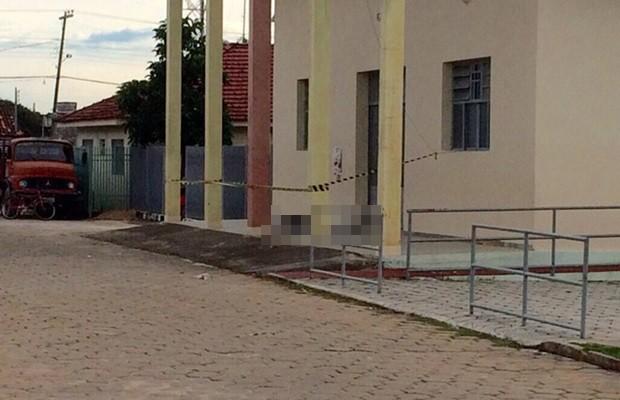 Homem foi encontrado morto na porta de igreja, em Morro Agudo de Goiás (Foto: Reprodução/AgMais)