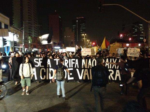 Grupo fecha a Avenida Faria Lima (Foto: Marcelo Mora/G1)