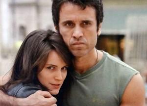 Dissimulada, Carolina manipula Ulisses (Foto: Guerra dos Sexos / TV Globo)