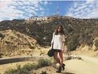 Bruna Marquezine posa com letreiro de Hollywood e anda de skate