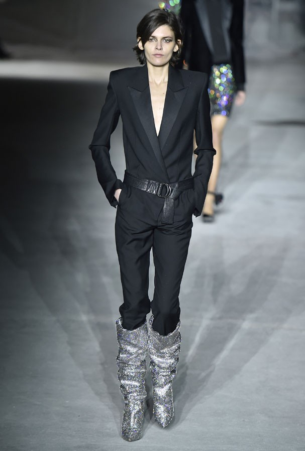 Inverno 2017 da Saint Laurent (Foto: Catwalking / Getty Images )