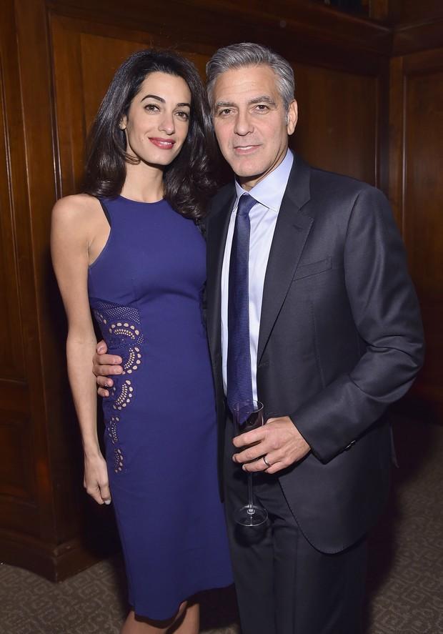 Amal Clooney e George Clooney em evento em Nova York, nos Estados Unidos (Foto: Mike Coppola/ Getty Images/ AFP)