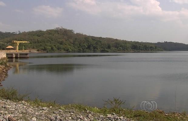 Moradores reclamam da constante falta de água em bairros de Goiânia, Goiás (Foto: Reprodução/TV Anhanguera)