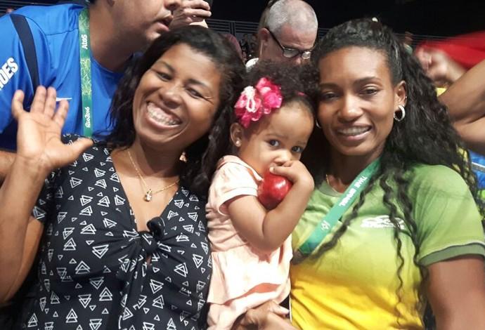 Márcia, mãe de Robson Conceição, e Erika Mattos (Foto: Marcelo Barone)