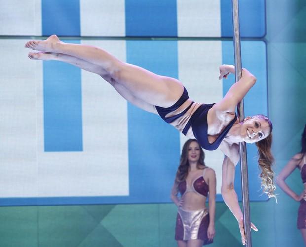 A gata arrasa no pole dance e é presidente da federação da modalidade (Foto: Inácio Moraes / Gshow)