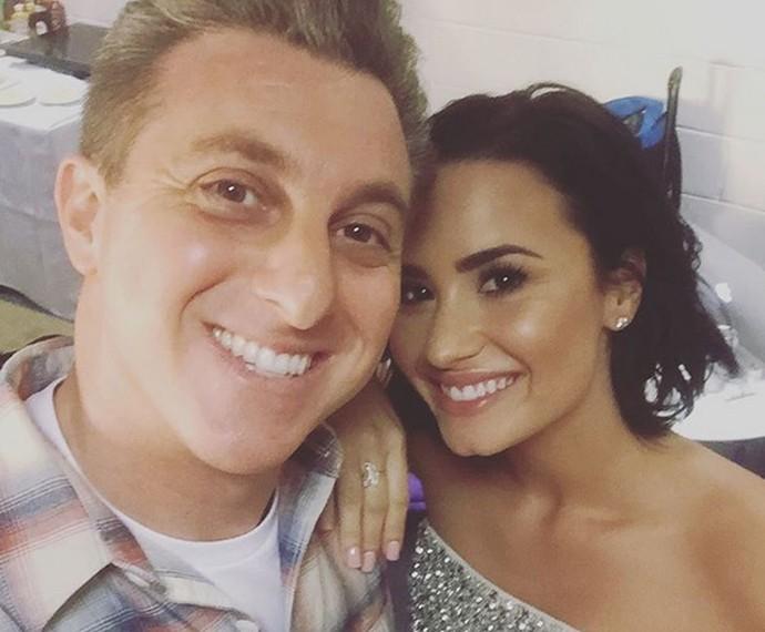 Luciano Huck também tira selfie com Demi Lovato nos bastidores do 'Caldeirão' (Foto: Arquivo Pessoal)