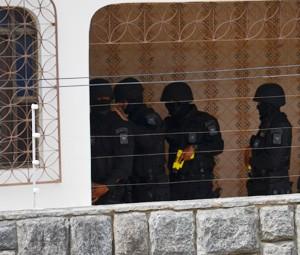 Equipe da Força Tática participou da operação (Foto: Walter Paparazzo/G1)