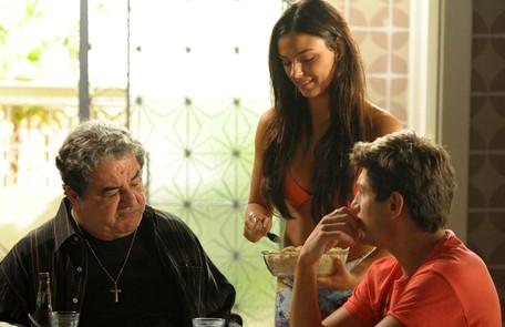 Com Otávio Augusto e Daniel Rocha em cena de 'Avenida Brasil', na qual interpretou Suelen Alex Carvalho/TV Globo