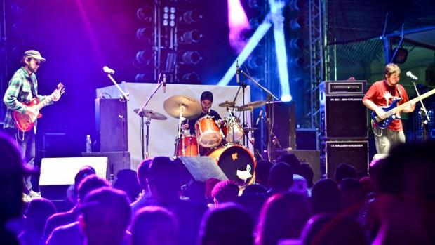 Banda K2 faz show durante temporada em Poços de Caldas (Foto: Sandra Ribeiro)