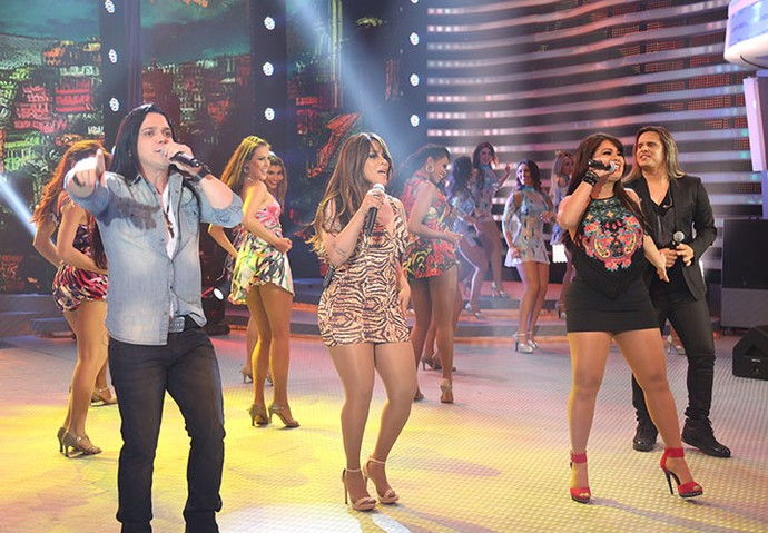 Calcinha Preta dá show no programa (Foto: Carol Caminha/Gshow)