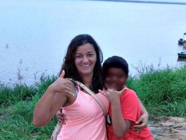 Mulher foi morta na frente do filho de nove anos  (Foto: Arquivo da família)