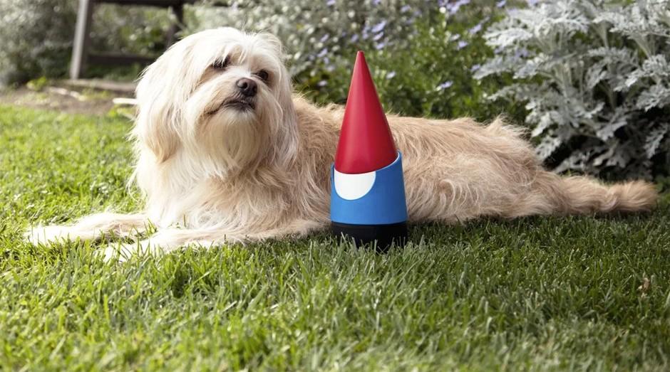 """O Google apresentou o Google Gnome, um anão de jardim inteligente, que pode, entre outras coisas, contar como está o tempo """"lá fora"""". É uma piada com o Google Home, caixa de som inteligente lançada pela empresa em 2016. (Foto: Reprodução)"""
