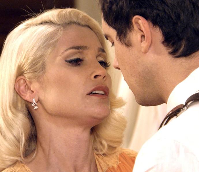 Sandra se insinua para Candinho (Foto: TV Globo)