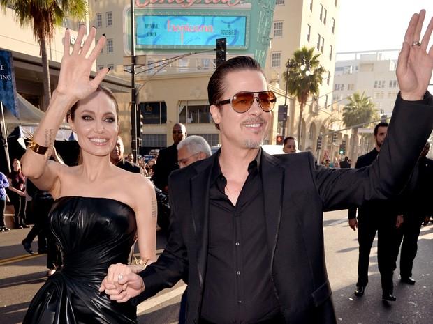 810986ae95 EGO - Angelina Jolie escolhe vestido tomara que caia para ir a ...