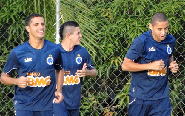Anselmo Ramon, Diego Renan e Wellington Paulista, Cruzeiro (Foto: Tarcísio Badaró / Globoesporte.com)