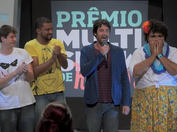 Paulo Vieira levou as mãos no rosto como se não acreditasse que venceu (Foto: Reprodução/Multishow)