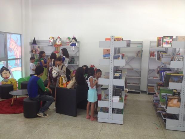 Biblioteca pública de Macapá fica dentro do CEU das Artes, na Zona Norte (Foto: Abinoan Santiago/G1)